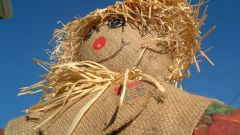 How to make a Scarecrow for the garden