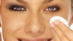 How to remove puffiness and dark circles under the eyes