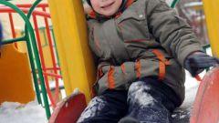 Как украсить детский участок зимой