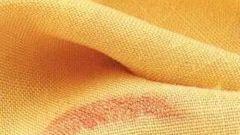 Как удалить пятна от помады с ткани