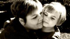 Как нарисовать маму с ребенком
