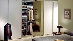 How to put a door in the wardrobe