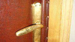 Как обшить металлическую дверь