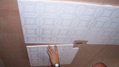 Как клеить потолочную плиту