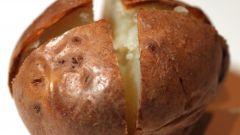 Как испечь картошку в микроволновке