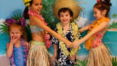 How to make a hula skirt