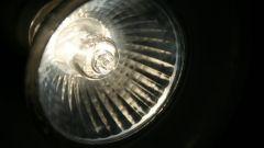 Как заменить галогеновую лампочку