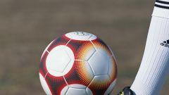 Как накачать футбольный мяч