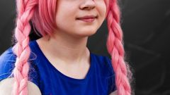 Как покрасить волосы в розовый цвет