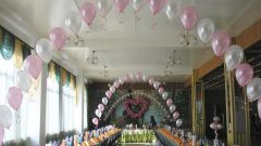 How to decorate reception hall with balloons