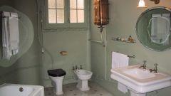 Как покрасить потолок в ванной