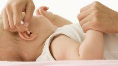Как чистить уши младенцу