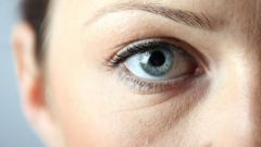 Как избавиться от опухлости глаз