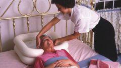 Как помыть голову лежачему больному