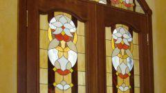 Как украсить стекло на дверях