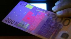 Как определить фальшивые евро