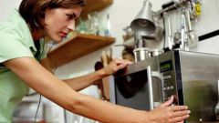 Как отчистить микроволновку