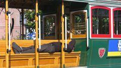 Как вести себя в трамвае