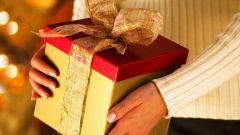 Как украсить новогодний подарок
