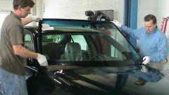 Как отремонтировать стекло на автомобиле