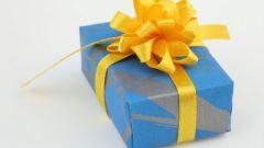 Как оформить полотенце в подарок