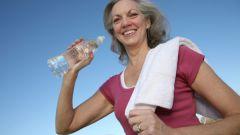 Как нужно пить воду во время тренировки