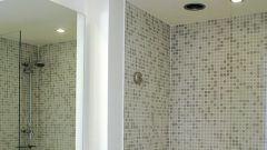 Как отделать потолок в ванной