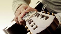 Как надевать струны на гитару