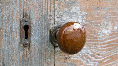 Как отремонтировать дверную ручку