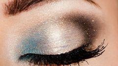 Как наносить блестки на глаза