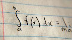 Как вычислить площадь фигуры, ограниченной параболой