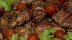 Как приготовить куриные грудки, запеченые в беконе