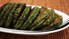 Как приготовить оладьи со шпинатом