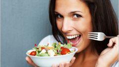 Как цвет и размер посуды влияет на количество потребляемой пищи