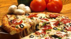 Как приготовить пиццу с базиликом, чесноком и сыром