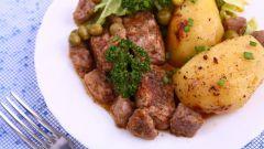 Как приготовить картофель, тушенный с копченой грудинкой