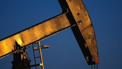 Почему дешевеет нефть
