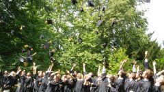 Как поздравить с окончанием школы