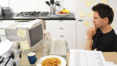 Почему нельзя есть перед компьютером