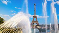 Почему в Париже запретили загорать топлес