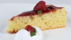 Как испечь скорый пирог с вареньем