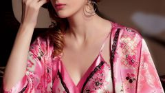 Как выбрать женскую пижаму из шелка
