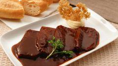 Как приготовить мясо со сливовой подливой