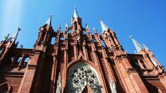 Какие католические храмы есть в Москве