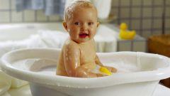 Как нужно купаться с ребенком