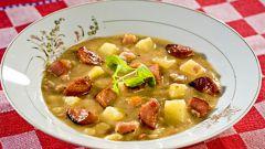 Гороховый суп с курицей и копченой колбаской