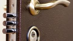 Установка входных дверей в квартиру: на что обратить внимание