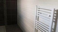 Чем различаются водяные и электрические полотенцесушители