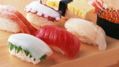 Как правильно едят суши