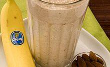 Здоровый завтрак – банановый йогурт с миндалем и овсяными хлопьями!